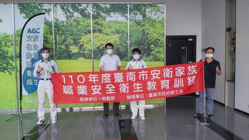 台南市政府勞工局今天在南科艾杰旭辦安衛教育訓練。圖/勞工局提供