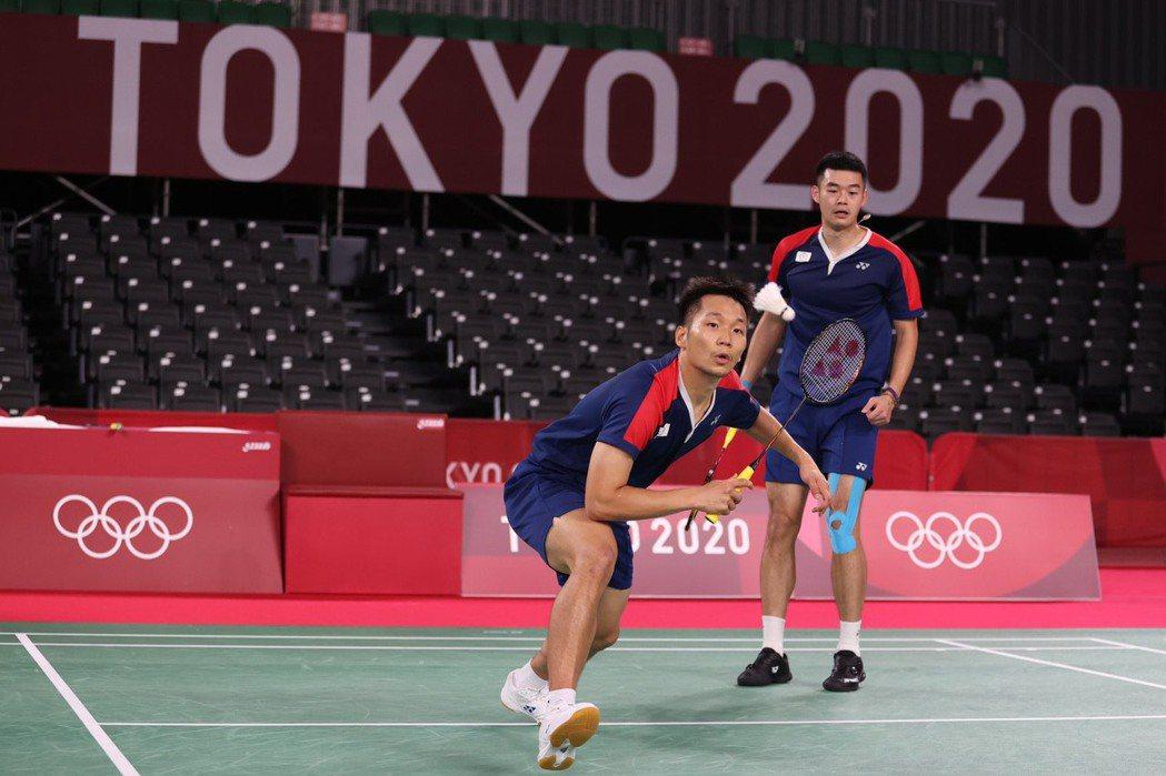 李洋(左)和王齊麟勇闖東京奧運男雙4強,成為第一組闖進奧運羽球4強的台灣羽將。特...
