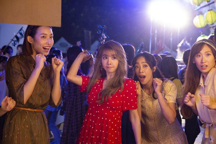 蔡依林(左二)的「甜秘密」MV屢傳捷報。圖/凌時差提供