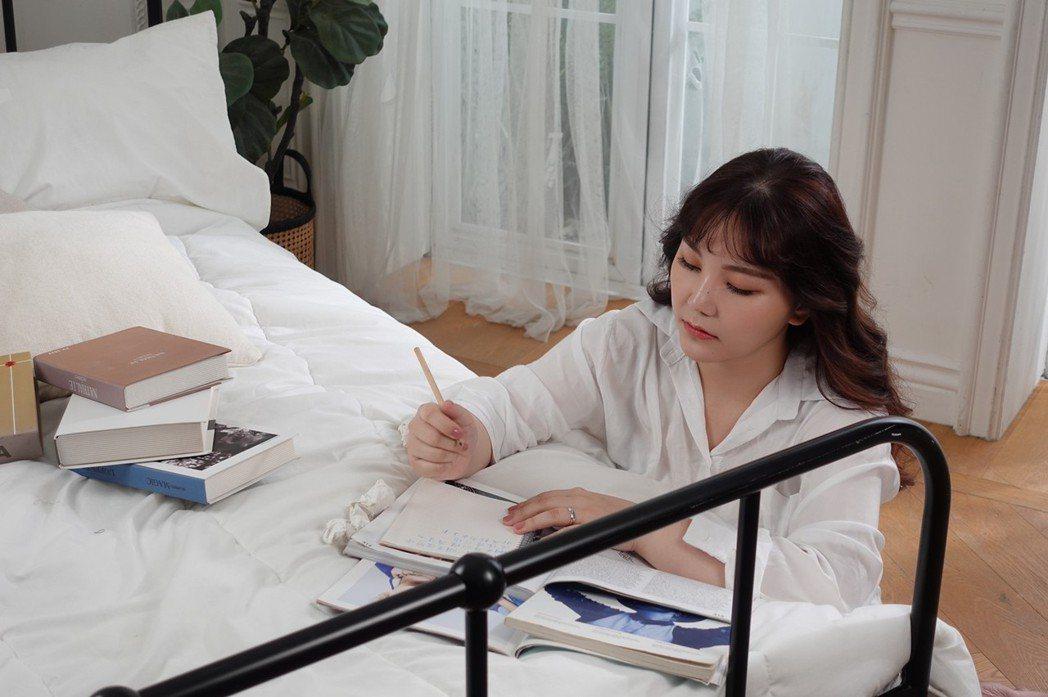 楊上昀重新出發後化身「心靈DJ」,推出一系列Cover情歌企劃。圖/意林娛樂提供