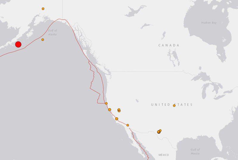 美國地質調查局表示,美國阿拉斯加州外海發生規模8.2級地震。圖/截自USGS