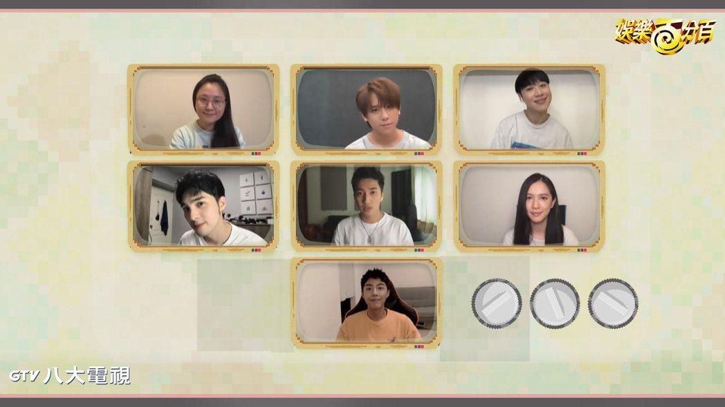 「超感應學園」演員群上「娛樂百分百」,上排左起為海裕芬、姜濤、賴晏駒、黃偉晉、婁