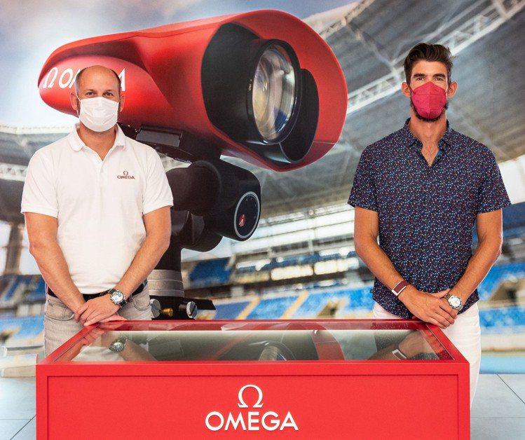 Michael Phelps(右)與OMEGA計時執行長Alain Zobris...