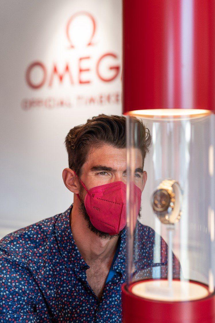 除了參觀欣賞OMEGA歷年為奧運推出的限量時計,Michael Phelps也戴...