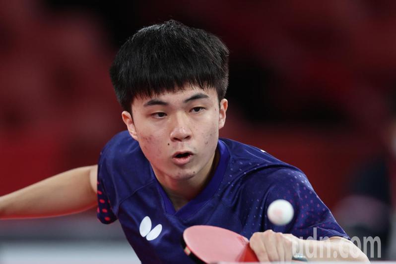 我國桌球小將林昀儒今天在東京奧運男子單打四強賽面對「世界球王」苦戰7局惜敗。 特派記者余承翰/東京攝影