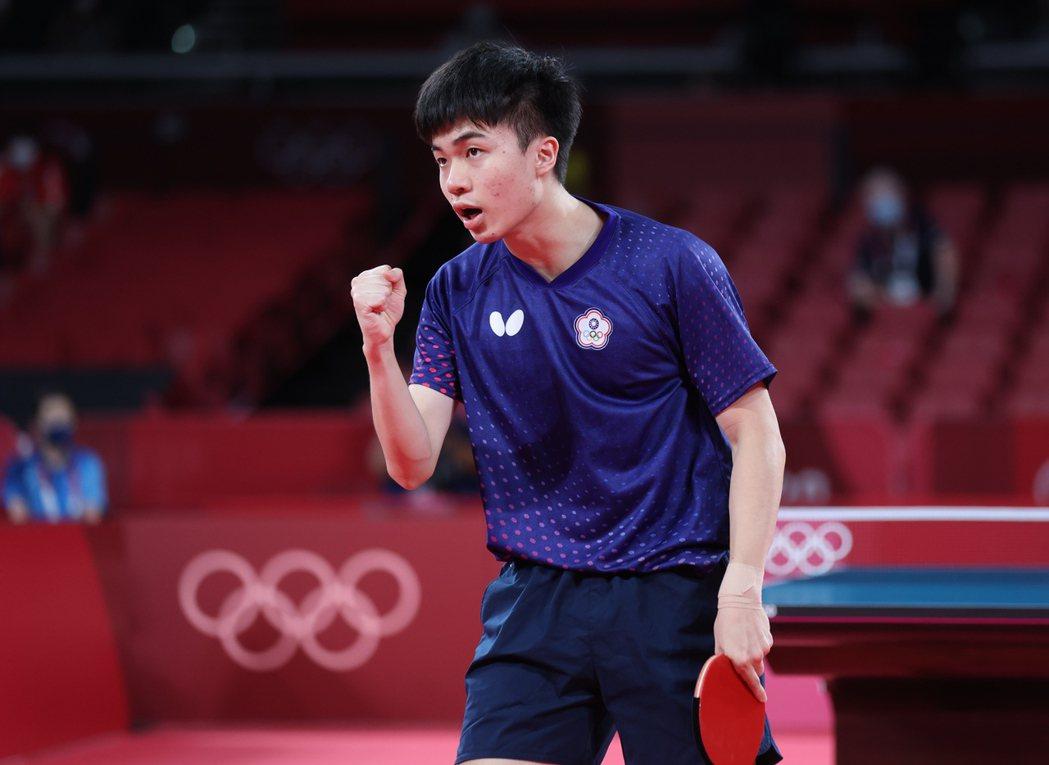 台灣19歲桌球好手林昀儒在東京奧運四強戰遇上球王樊振東。特派記者余承翰/東京攝影