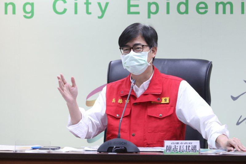 高雄市長陳其邁的首長施政滿意度在六都排名後段班,高雄市府表示,防疫表現的滿意度高達九成。圖/高市府提供