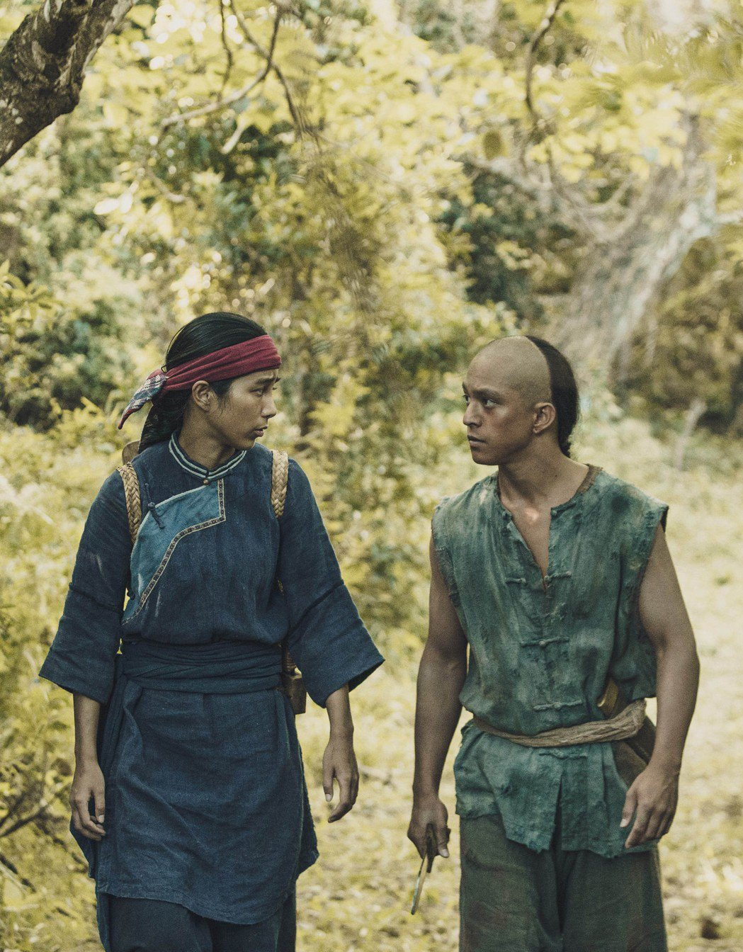 温貞菱(左)、黃遠在「斯卡羅」中飾演客家與排灣族的混血姐弟。圖/公視提供