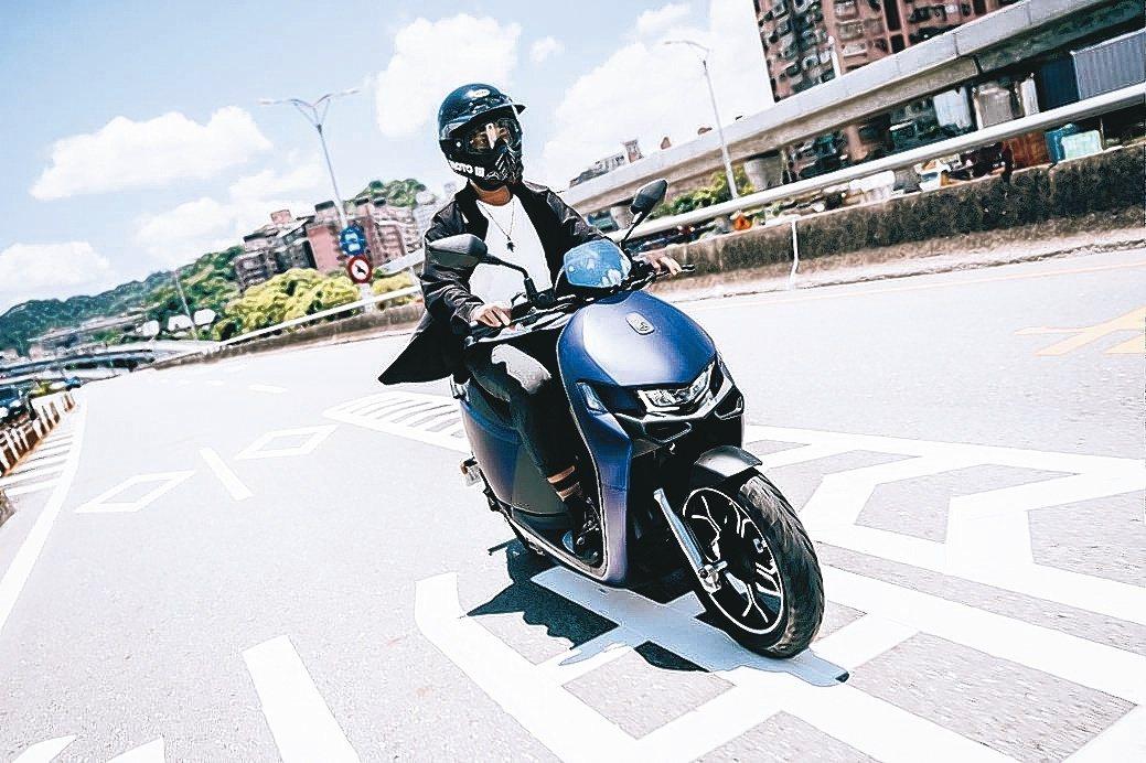 宏佳騰智慧電車Ai-1 Ultra ABS,集頂尖智慧科技、頂規配備性能及狂野外...
