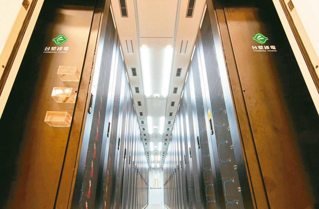 鋰鐵電池儲能櫃櫃內機櫃配置。台塑綠電/提供