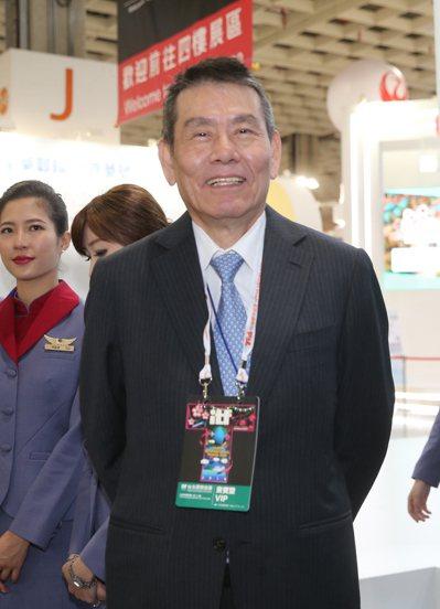 華航董事長謝世謙表示,堅定做對台灣經濟有幫助,對華航長期發展有益的事,做就對了。...