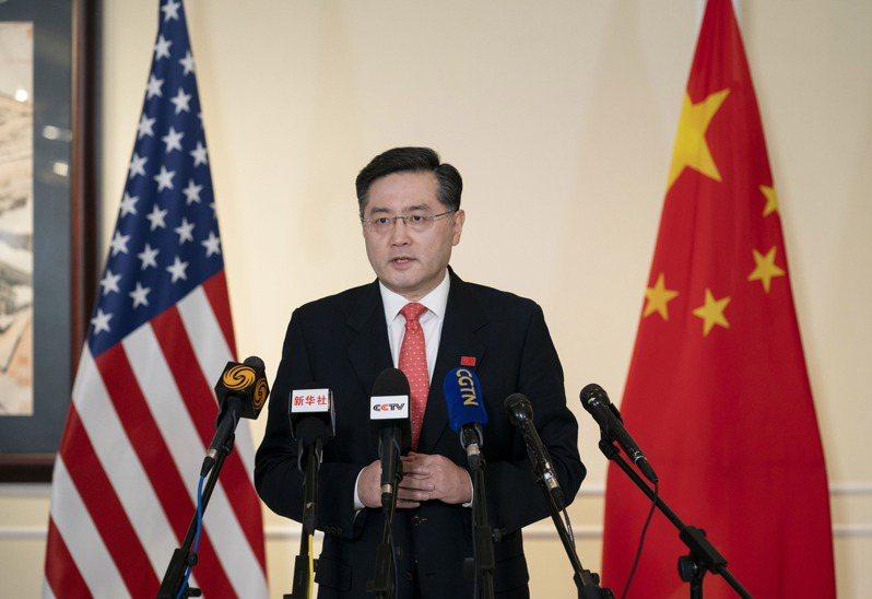 大陸新任駐美國大使秦剛廿八日抵達美國履新。他在華盛頓表示,中美關係的大門已經打開,就不會關上。(新華社)