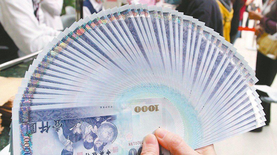 新台幣對美元6月回貶,讓壽險業匯兌避險鬆一口氣,獲利續創新高。(本報系資料庫)