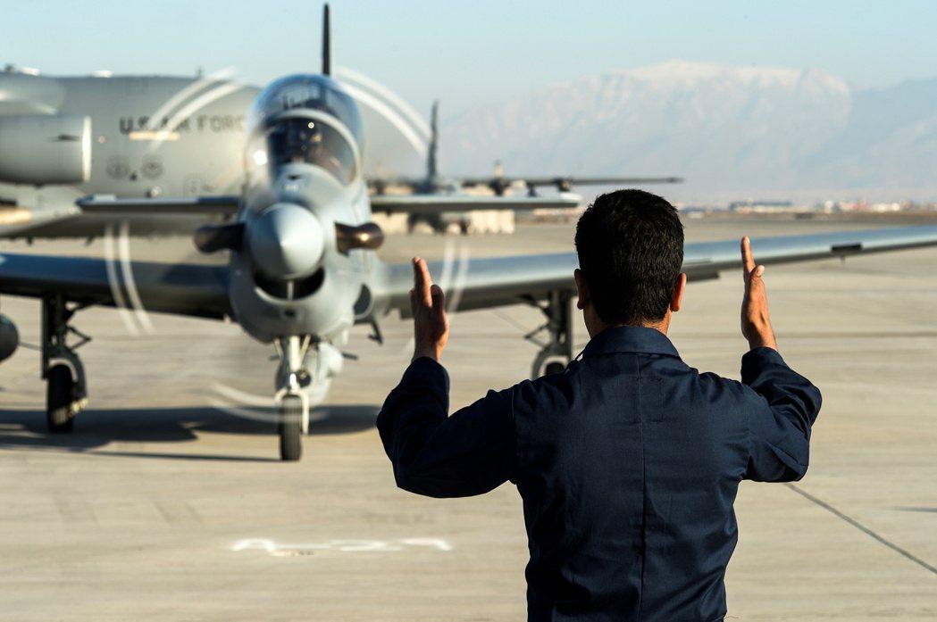 鏖戰20年的阿富汗戰爭,即將在1個月後迎來美國大軍的「全員撤退」,但隨之而來的塔...