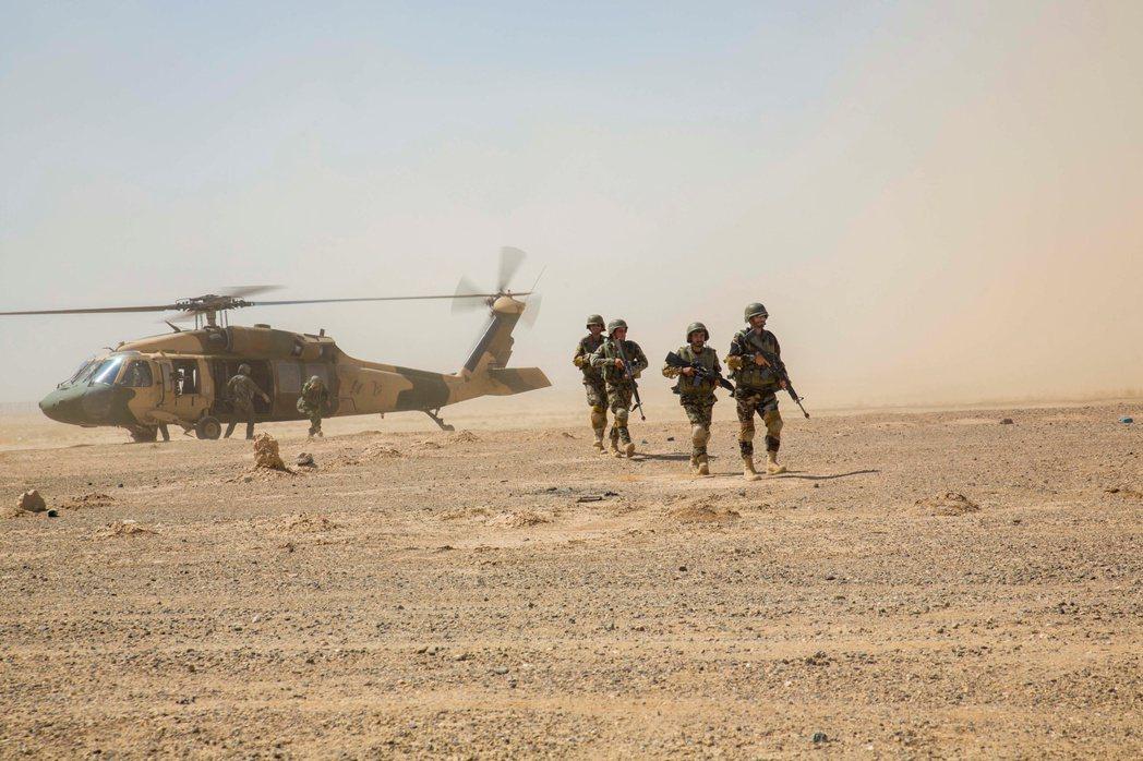內戰加劇對阿富汗空軍部隊的「人身威脅」,並證實了《路透社》兩個星期前的獨家報導:...