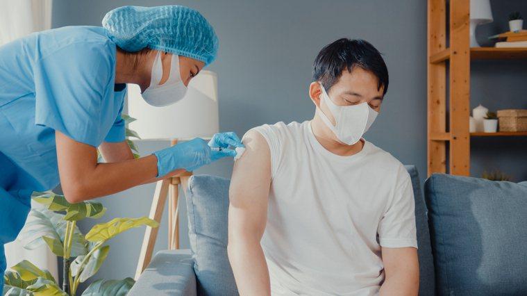 施打疫苗。圖片來源/freepik