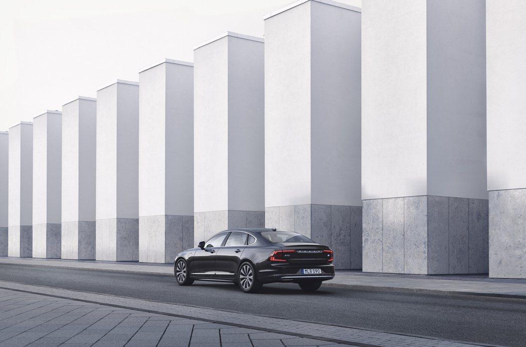 國際富豪汽車今日宣布 The New Volvo S90 在台上市,共導入 S9...