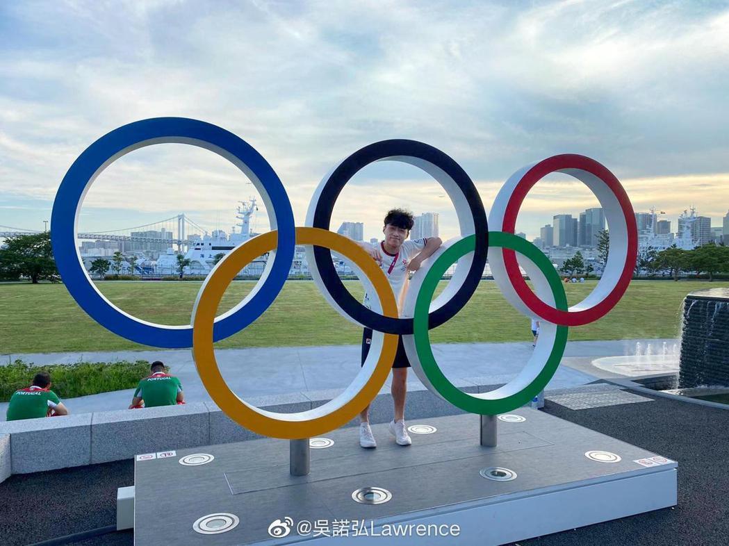 吳諾弘代表香港出戰東京奧運花劍團體賽。圖/擷自吳諾弘微博圖/擷自吳諾弘微博