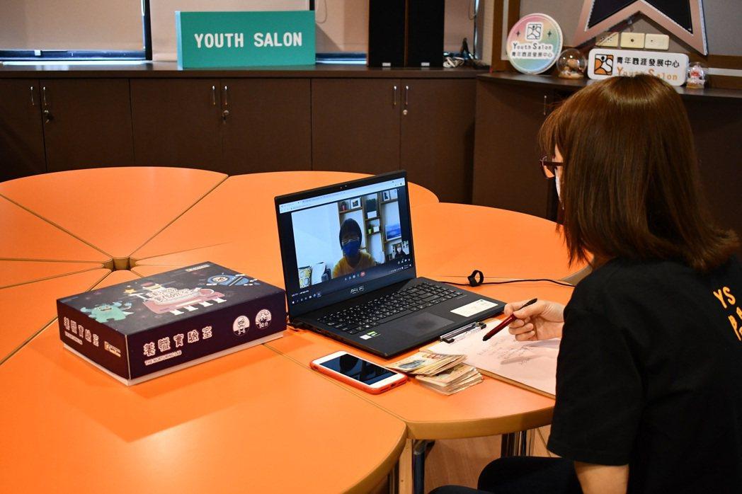 勞動部YS提供青年線上職涯諮詢服務。 高屏澎東分署/提供。