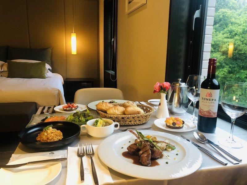 餐廳不開放內用期間,餐點將送至房內,雙人使用頂級法式料理。 大地酒店/提供