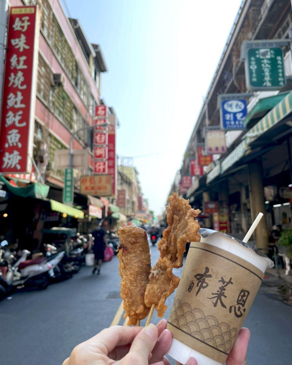贈國華街美食抵用券,讓住宿客免費品嘗美味台南小吃。 台南富信大飯店/提供