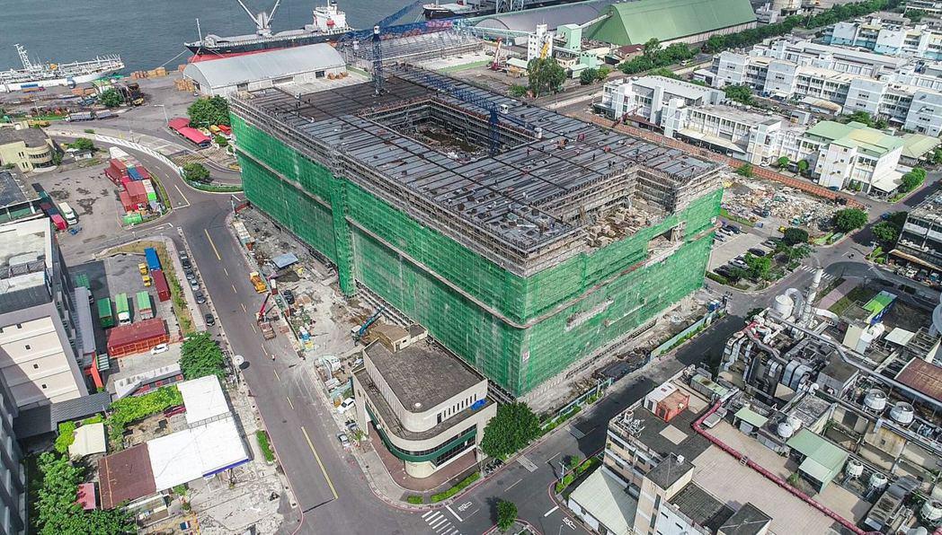 第二座標準廠房-前瞻創新大樓是本計畫最後一棟,也是量體最大標準廠房,廠房長度約1...