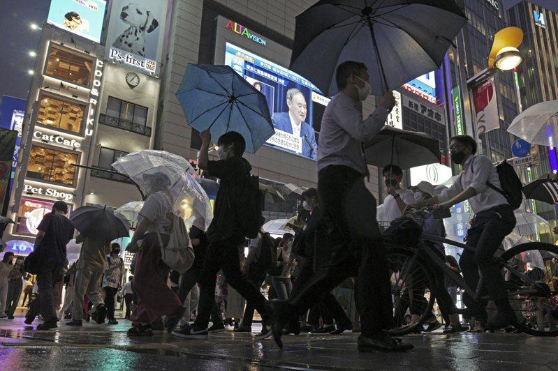 日本疫情持續擴大,專家呼籲日本政府檢討將「緊急事態宣言」擴及全境。美聯社