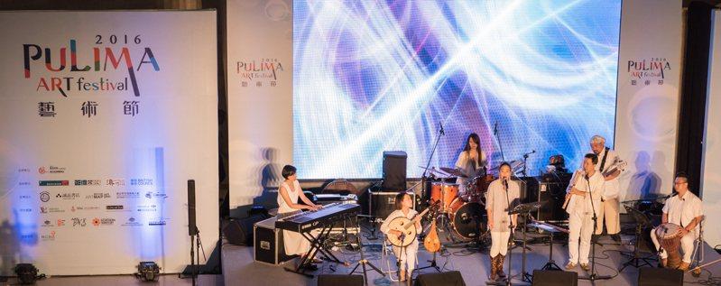 體現民族文化之美,「Pulima」系列訪談影音已在數位劇場上線,歡迎前往免費觀看。圖為「Pulima」2016年展演廳系列演出。圖/原住民族文化事業基金會提供