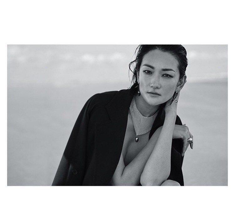 日本超模富永愛在IG分享自己配戴Tiffany珠寶為雜誌拍攝的夏日時尚大片。圖/...