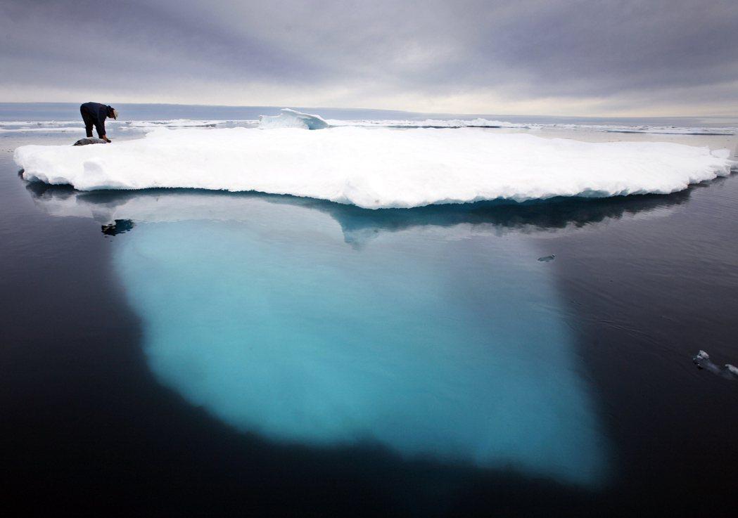 隨著北極氣溫飆升,格陵蘭島正在經歷「今年最嚴重的融化」,光是27日單日融化的冰量...