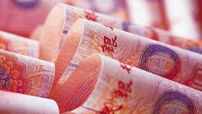本周A股下挫的同時,人民幣對美元也曾跌穿6.5元兑1美元大關。照片/澎湃新聞
