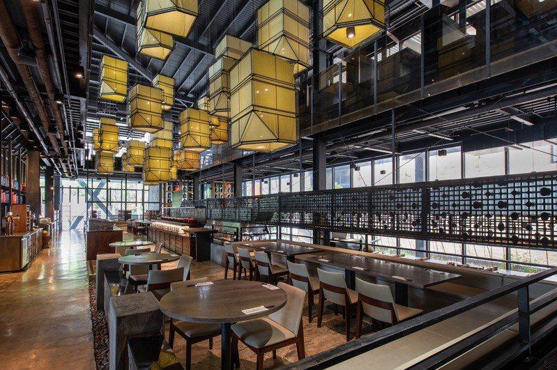 「村民食堂」內部設計寬敞明亮,是陪伴親朋好友餐聚絕佳去處。圖/村民食堂提供