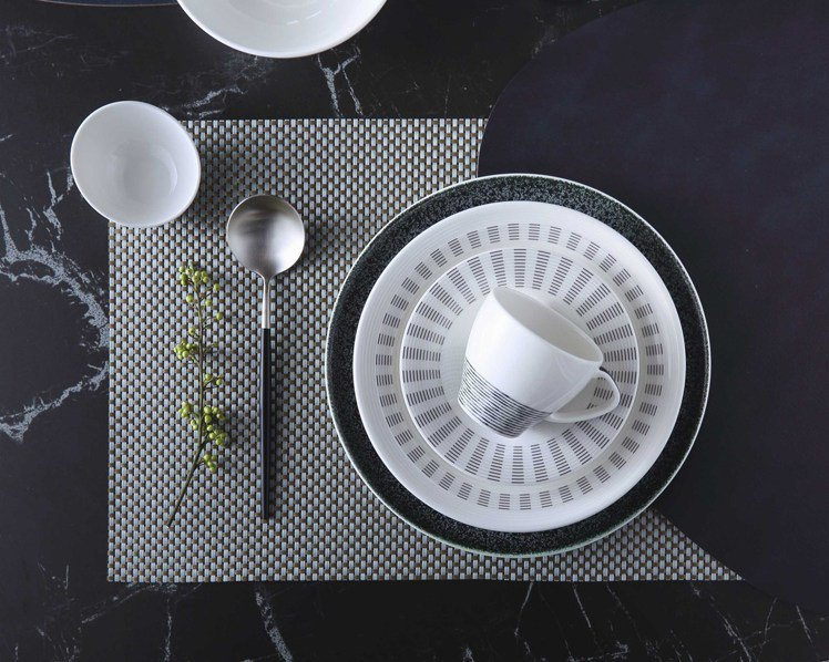 HOLA推薦泰國皇室御用Royal Porcelain餐具。圖/HOLA特力和樂...