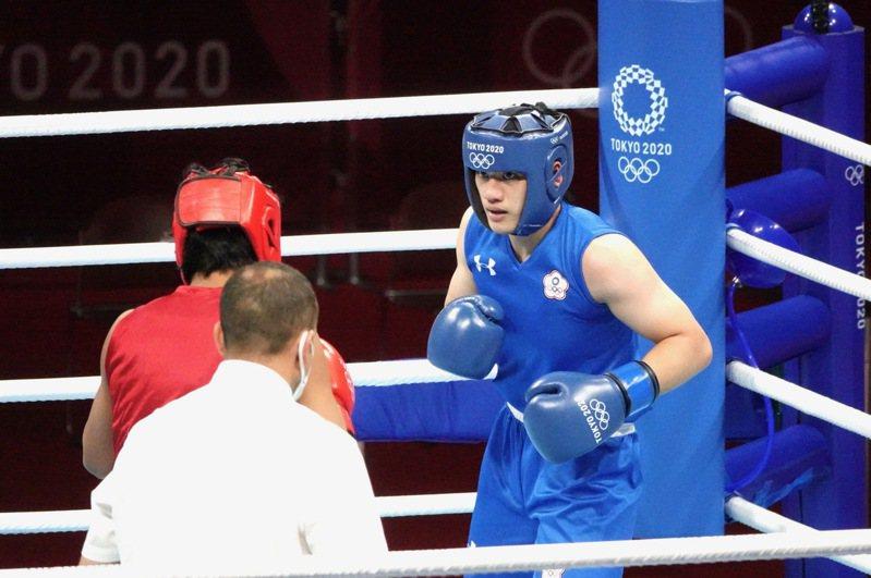 中華隊拳擊陳念琴在東京奧運拳擊女子69公斤級八強戰,面對印度名將博格漢(Lovlina Borgohain)。特派記者蘇志畬/東京攝影