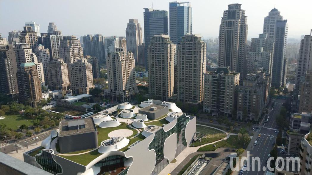 大台中不動產開發公會理事長王至亮說,台中建案受缺工影響,很多業者延後交屋,苦不堪...