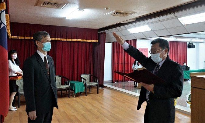 現任副總經理李嘉榮(圖右)宣示就任台水總經理。台水提供