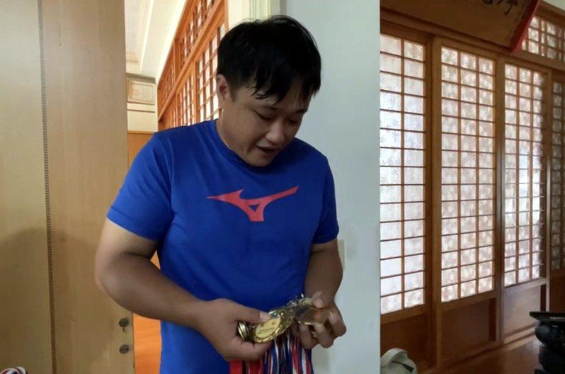 台灣拳擊好手陳念琴出身花蓮光復鄉太巴塱部落,老家還有她從小到大多項運動賽事的獎牌。圖/民眾提供