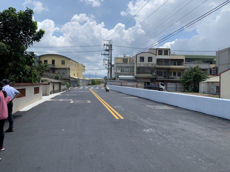 台中市外埔區外埔路蓋溝拓寬工程完工啟用。圖/李榮鴻服務處提供