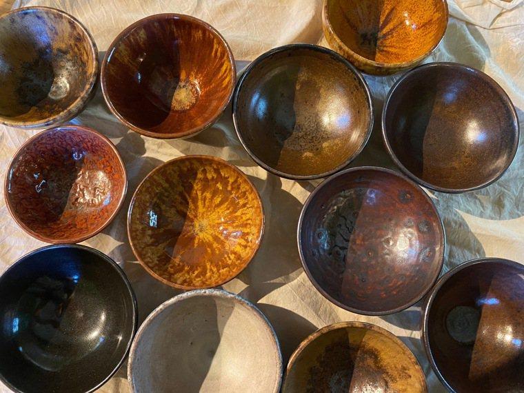 每只手作飯碗大小顏色不一,獨一無二。圖/朱慧芳提供