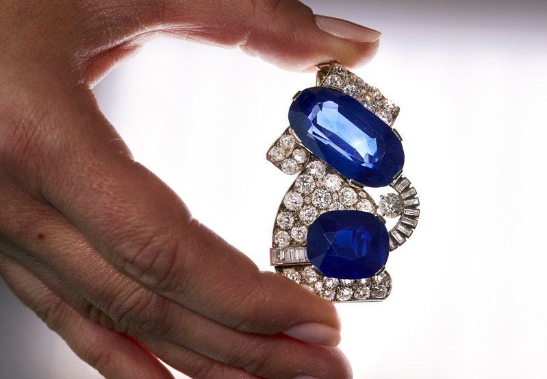 世界最大的星光藍寶石簇已在斯里蘭卡拉特納普勒的一處住家後院被人發現,但有專家指出,就算它本身擁有很高的克拉價格,並不代表裡面的所有石頭可能會是高級品。資料照片。路透