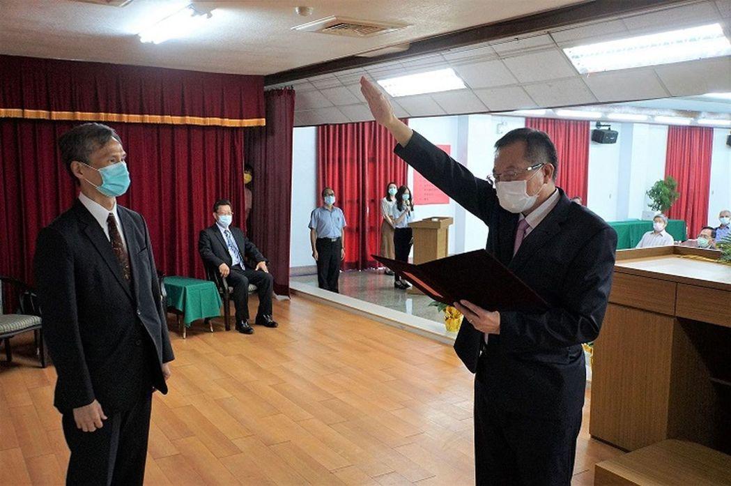 台水副總經理李嘉榮(右)宣示就任台水總經理。圖/台水提供
