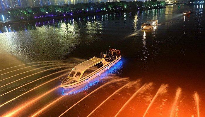 大陸湖南常德穿紫河的一艘遊船上,已有12人感染新冠肺炎。(圖/取自界面新聞)