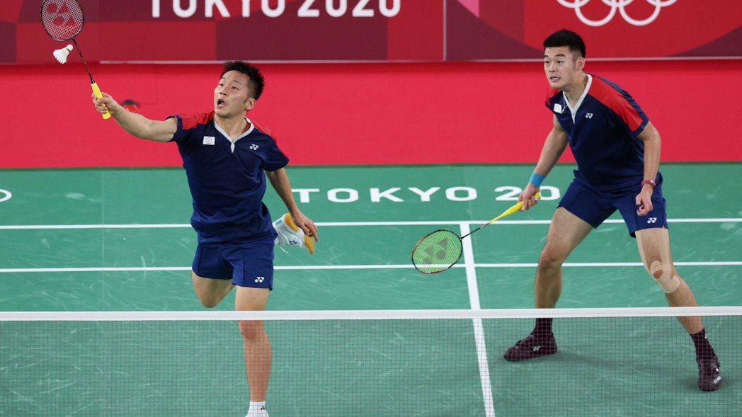 王齊麟(右)和李洋勇闖東京奧運男雙金牌戰。特派記者余承翰/東京攝影