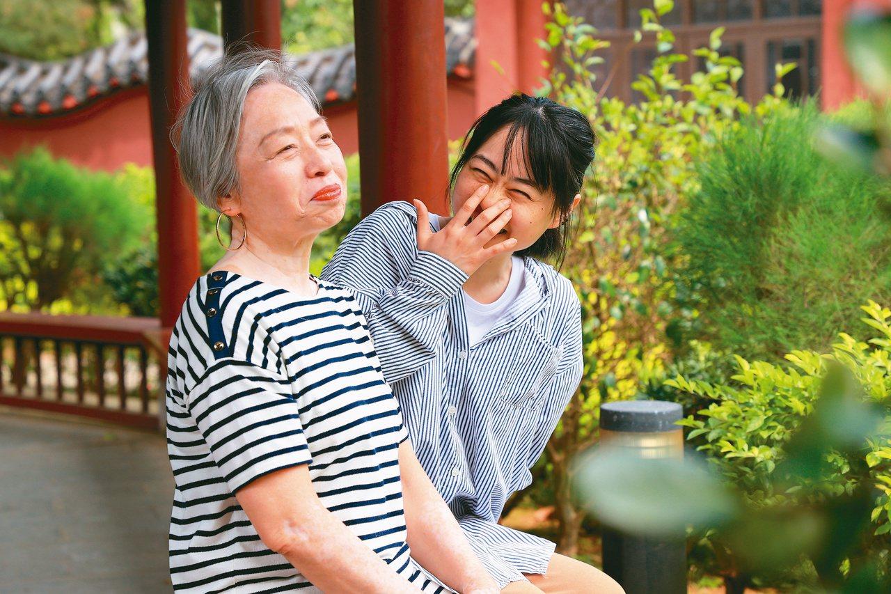 林果(右)帶媽媽去旅行,體會到世界上最棒的旅伴就是家人。記者林伯東/攝影