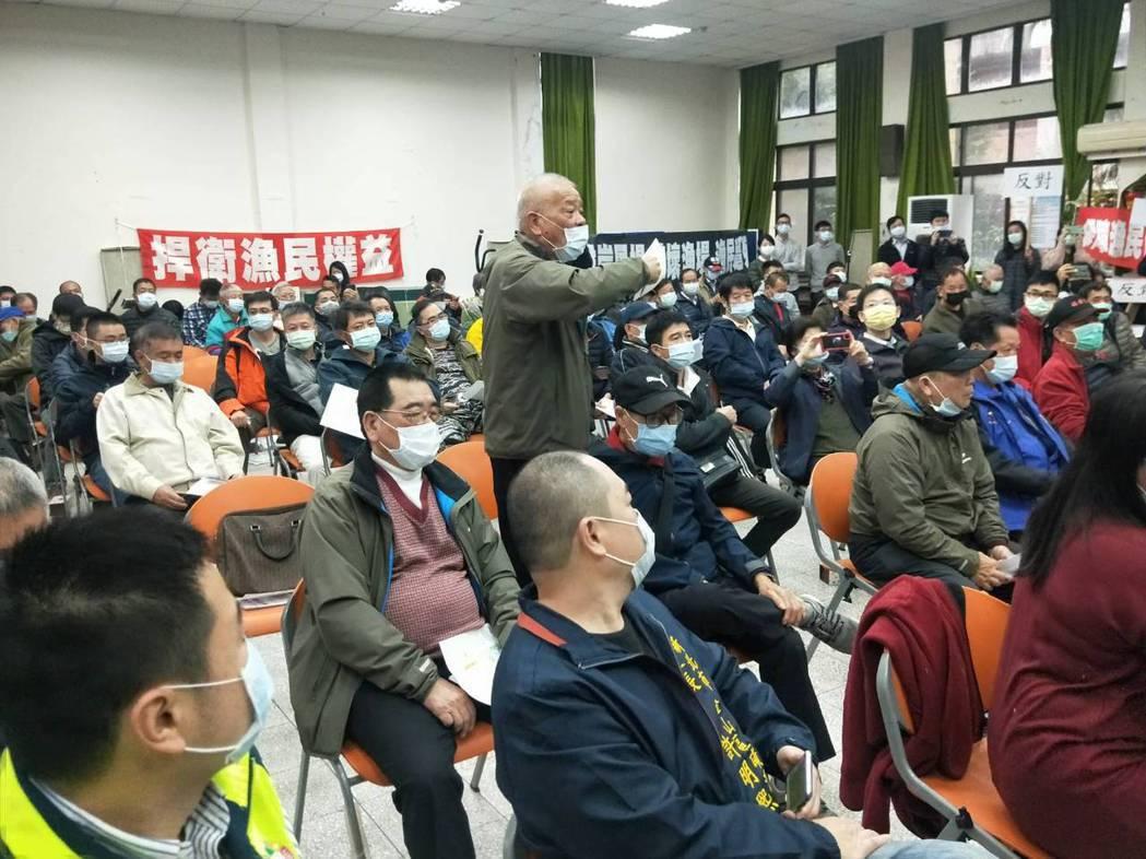 去年12月的說明會砲聲隆隆,漁民嗆反對到底,不排除抗爭。記者游明煌/攝影