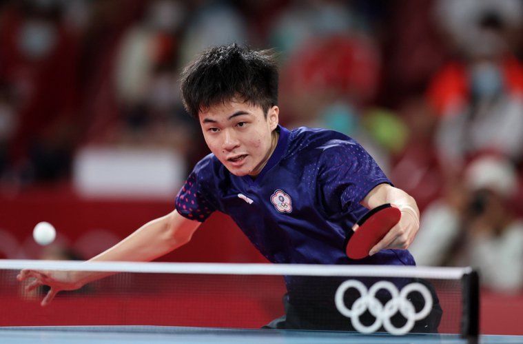台灣桌球小將林昀儒(圖)昨天在東京奧運男單銅牌戰錯過賽末點遭到對手奧恰洛夫逆轉,...