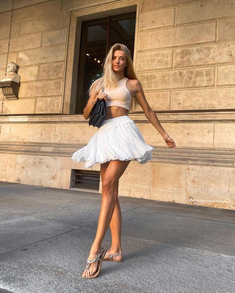 Alica Ѕchmidt日常造型也追求時尚感。圖/取自IG