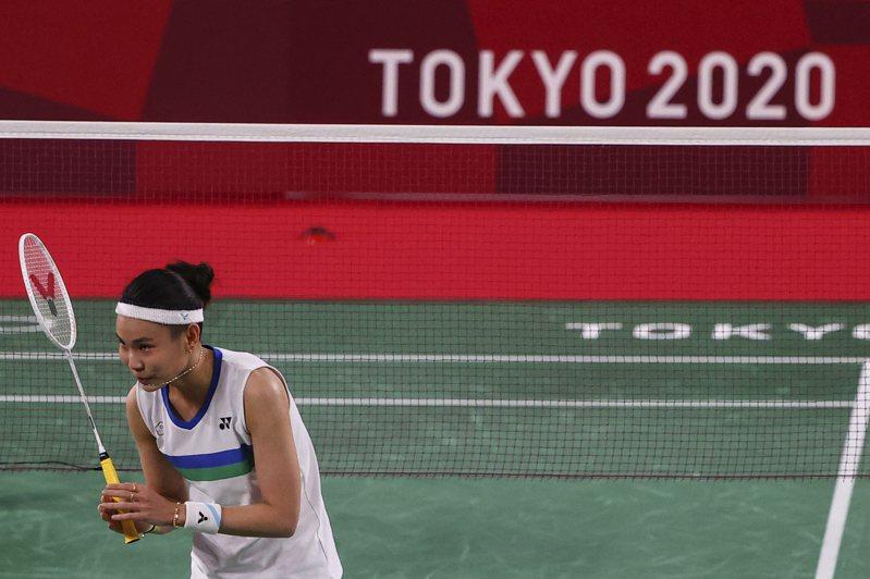 戴資穎(左)3局逆轉勝,闖進東京奧運女單4強。 路透社