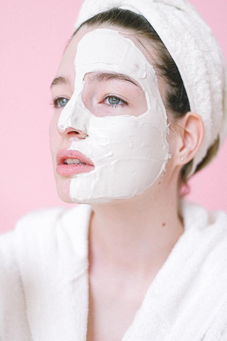 戴完口罩後,肌膚保濕很重要。圖/摘自pelexs