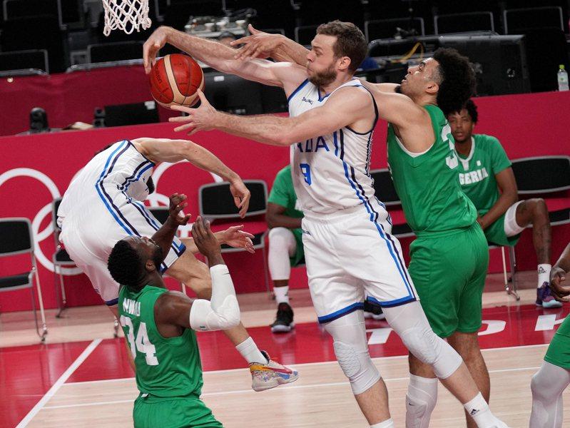 義大利(白衣)擊敗奈及利亞。 歐新社